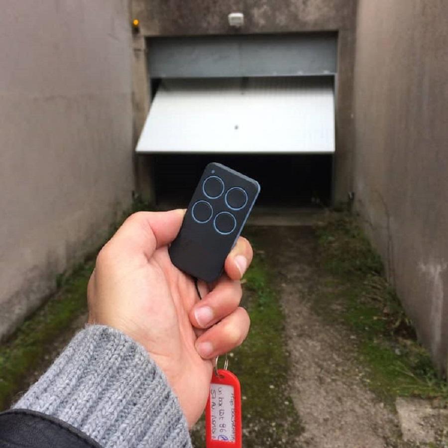 Télécommande d'accès au parking commun